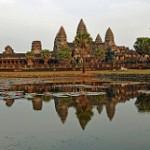 【カンボジア アンコール・ワット】アンコール遺跡で美しい美女が豪快なアクション